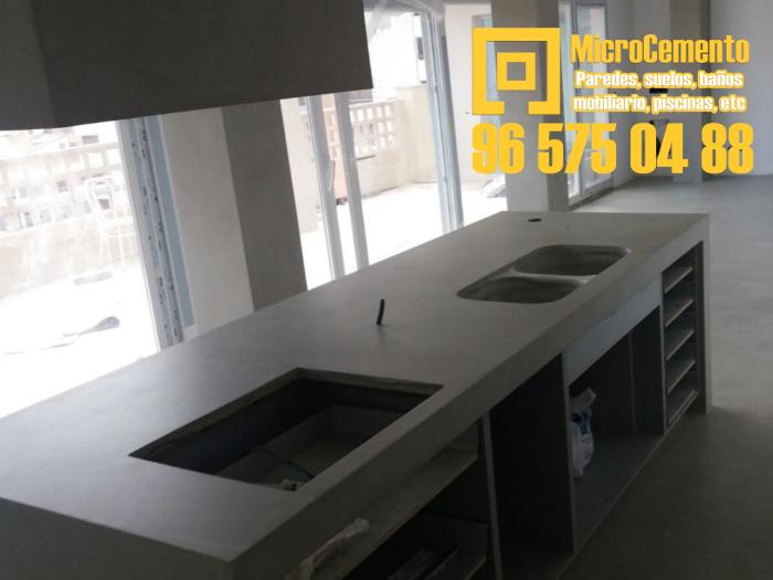 Banco de cocina de microcemento en Ondara